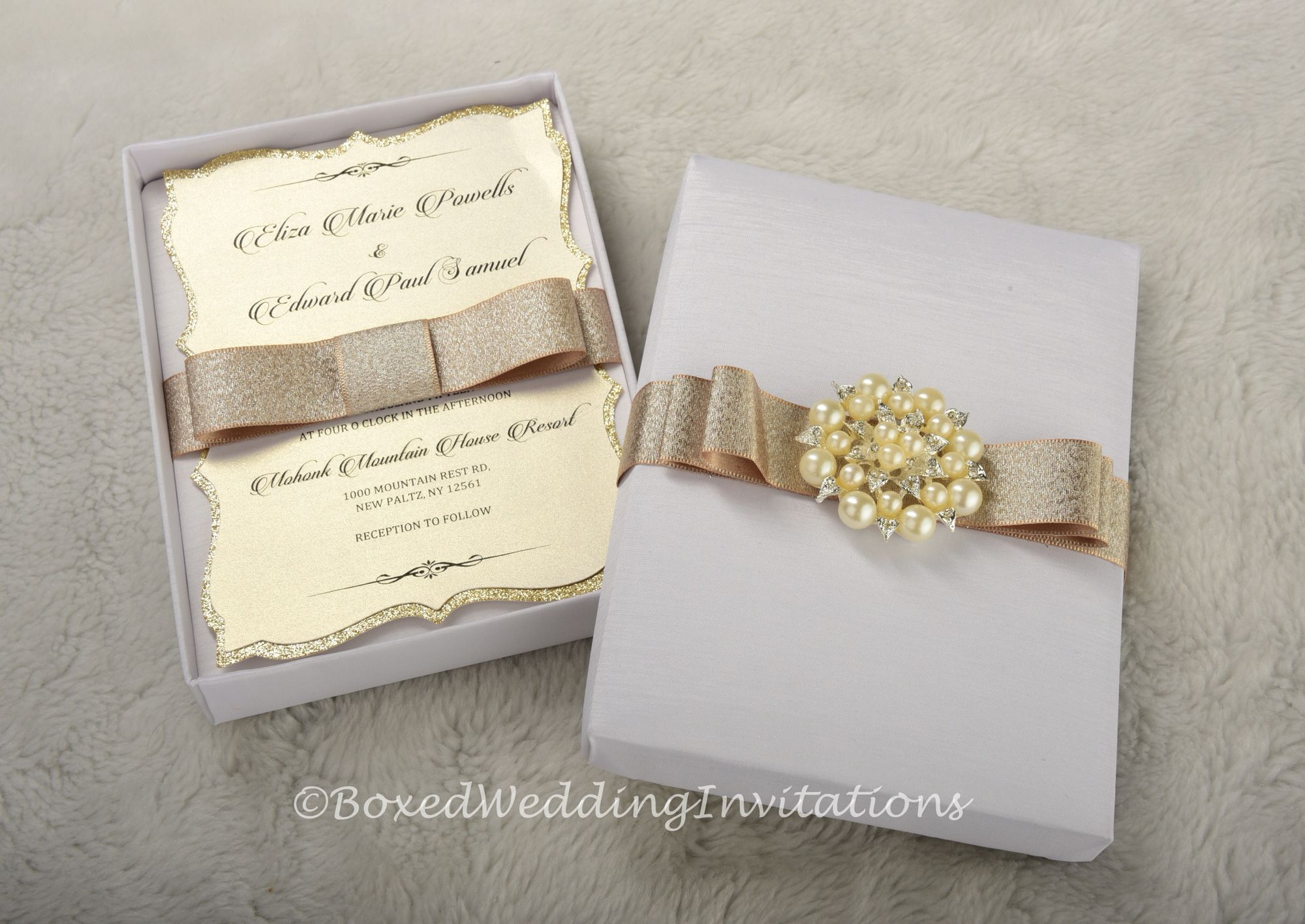 ✨Invitation box and invitation card in nuances of white and gold ...