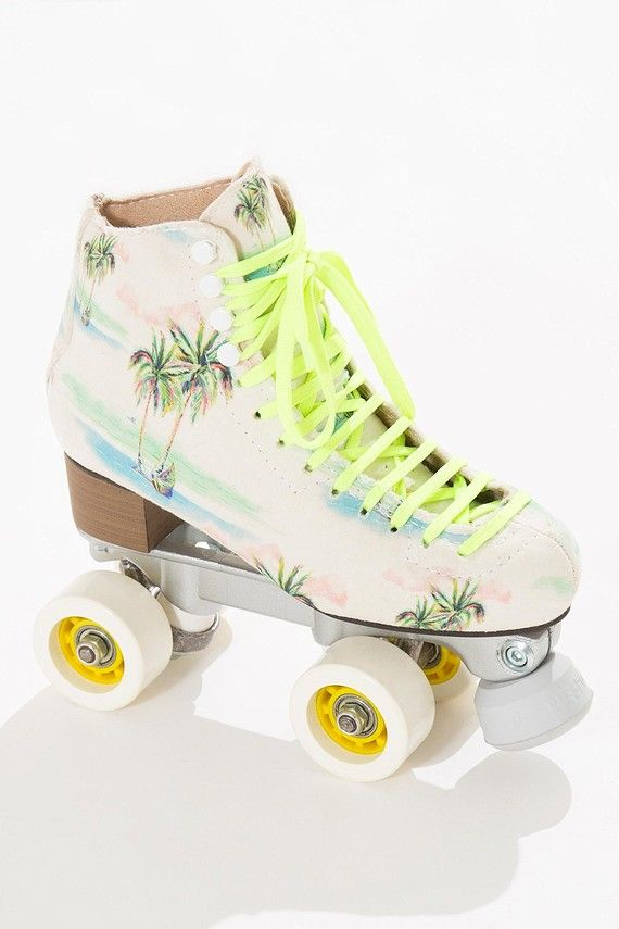 p Par de patins na estampa Coqueirão inteiramente forradas e estofadas. A  estrutura da bota em fibra deixa os patins leves e resistentes para  passeios de ... 74b996d7c1