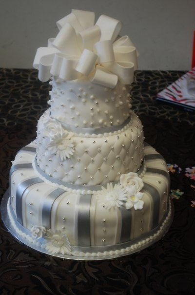 white and silver wedding cake photos white and silver wedding cakes wedding cake photos 27228