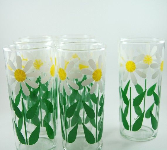 Set of Seven Vintage Daisy Drinking Glasses by RebeccasFinds