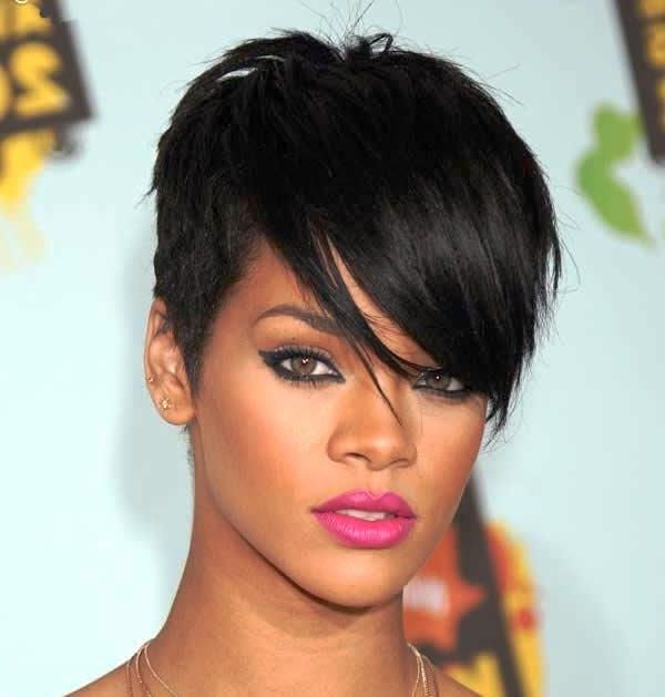 Rihanna Hairstyles For Stylish Pop Look Hairstyle Ideas Rihanna Hairstyles Rihanna Short Hair Hair Styles