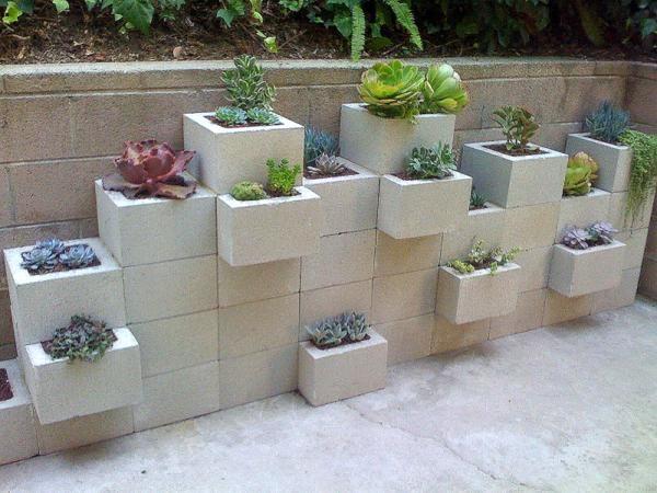 Arredare il giardino con i blocchi di cemento terace giardino