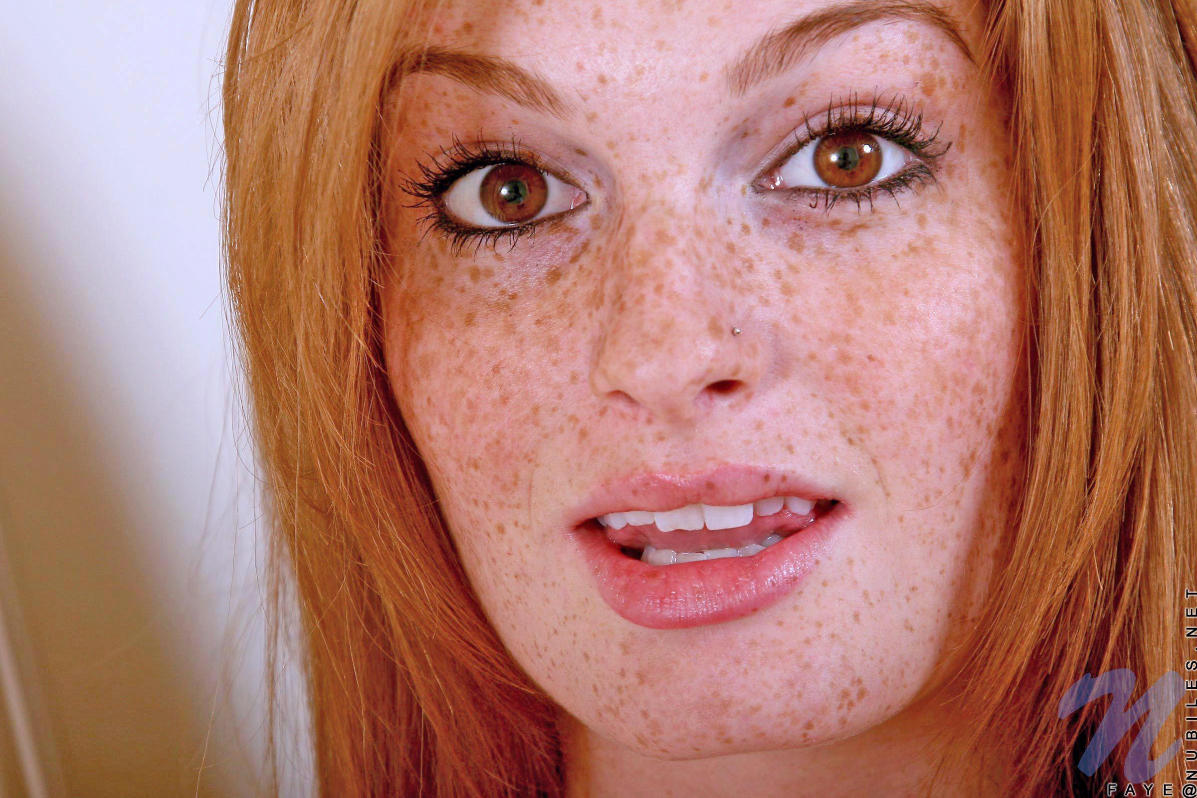 freckled-sexy-alexis-capri-porn-gif