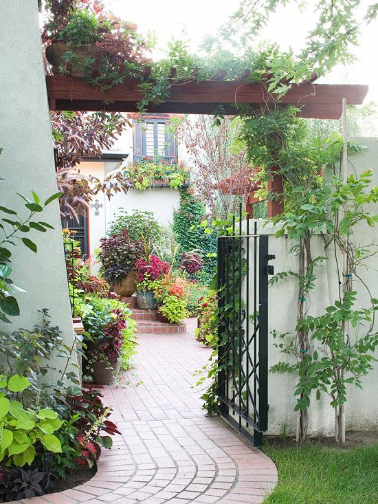 Landscaping ideas for privacy landscaping ideas tandem for Front yard courtyard
