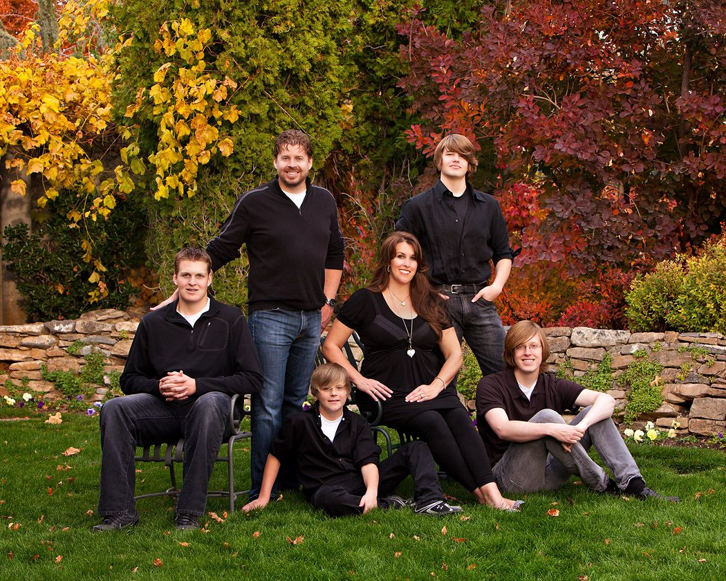 Family fall pictures outside the image for Fall family picture ideas outside