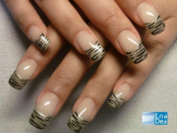 Per tutte le amanti dell'effetto animalier, ecco una simpatica alternativa alla french: un leggero decoro tigrato. L'idea è di Jessy e la propone su Decorazioneunghie.com http://www.decorazioneunghie.com/photo/gallery/Tiger-nails-jessynails