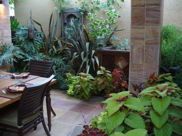 Terrazzo con fiori e piante - Un ambiente verde con tante piante