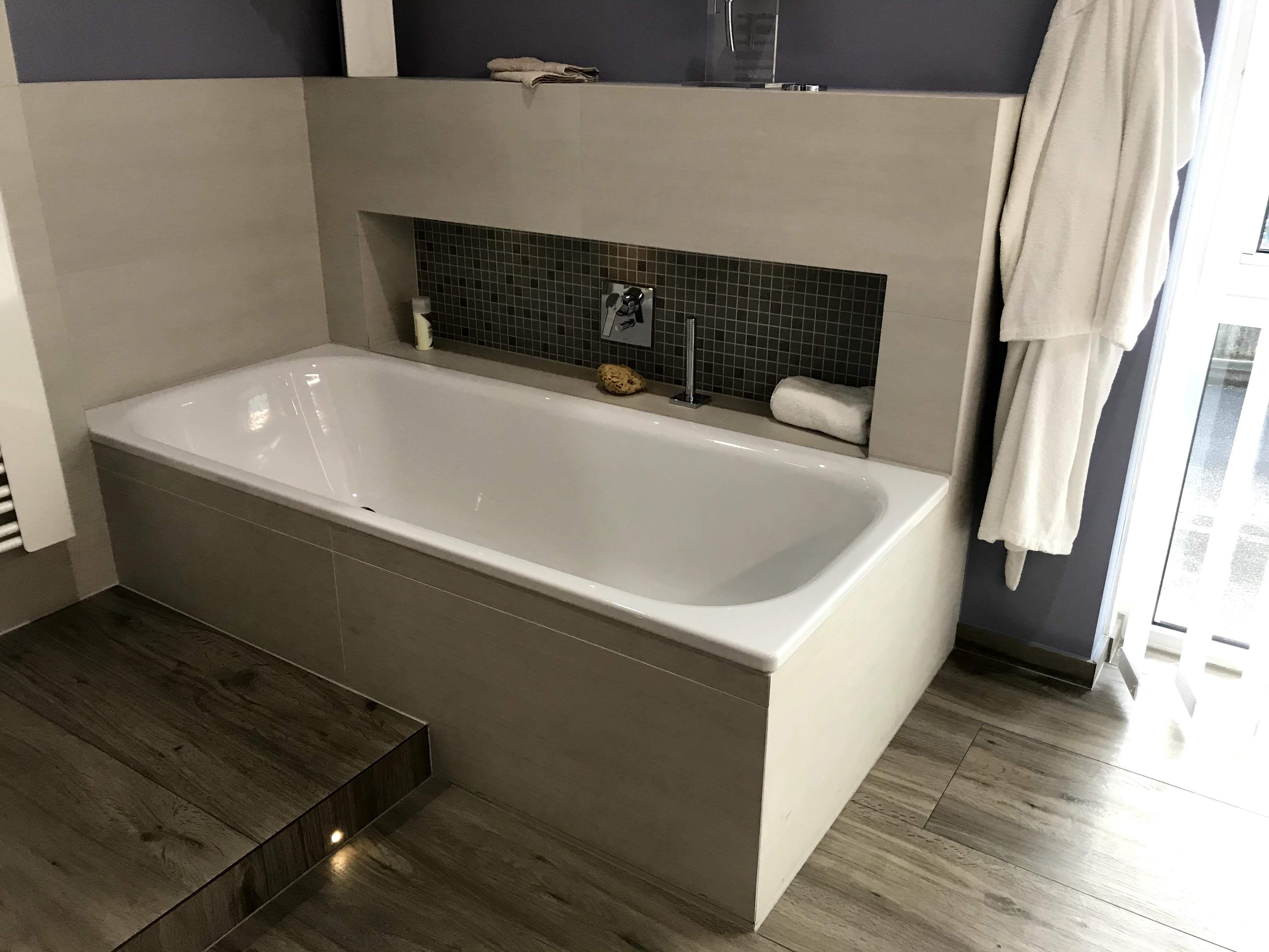 Wandnische Badewanne In 2020 Kleines Bad Fliesen Badewanne Wandnischen