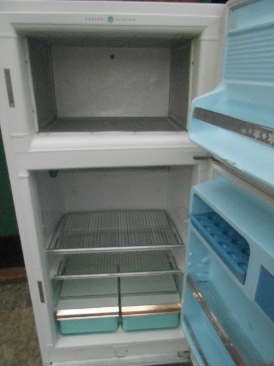 Appliance City VINTAGE GE REFRIGERATOR TOP FREEZER