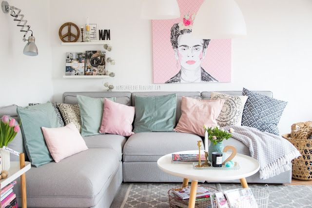 pixers onlineshop leinwandbild von pixers frida kahlo wohnzimmer in pastellfarben ikea sofa. Black Bedroom Furniture Sets. Home Design Ideas