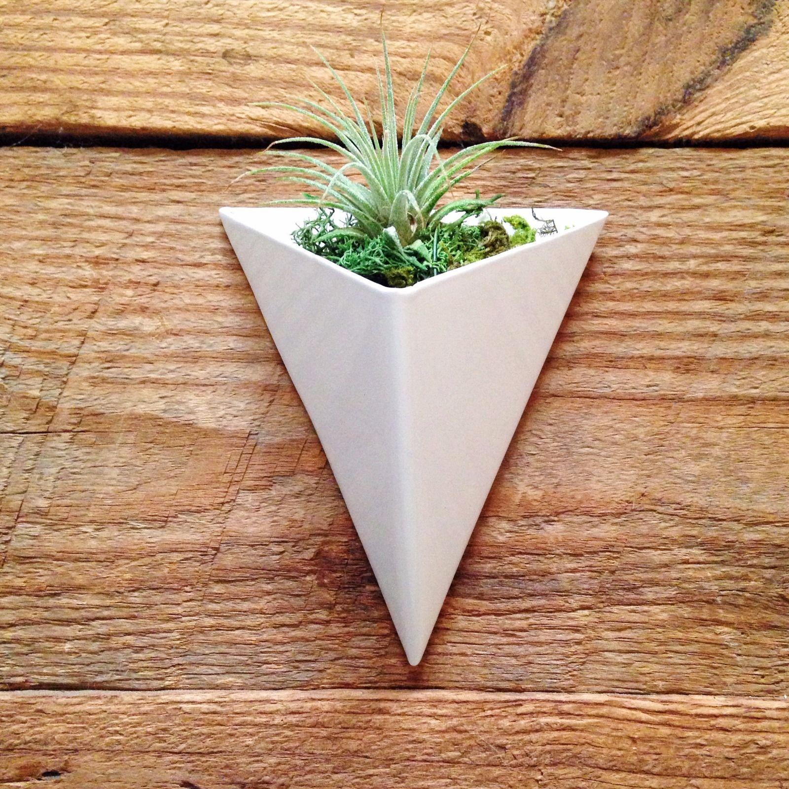 White Powder Coated Modern Triangular Geometric Metal Wall 400 x 300