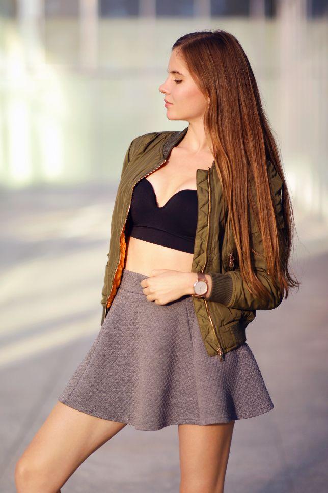 Zielona Kurtka Bomberka Czarny Stanik Szara Spodniczka I Sportowe Buty Ari Maj Personal Blog By Ariadna Majewska Fashion Fashion Models Mini Skirts