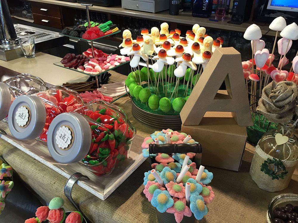 Un Candy Bar es una mesa para que tus invitados se sirvan las gominolas que ms les gustenEs una idea genial para bodas comuniones o in