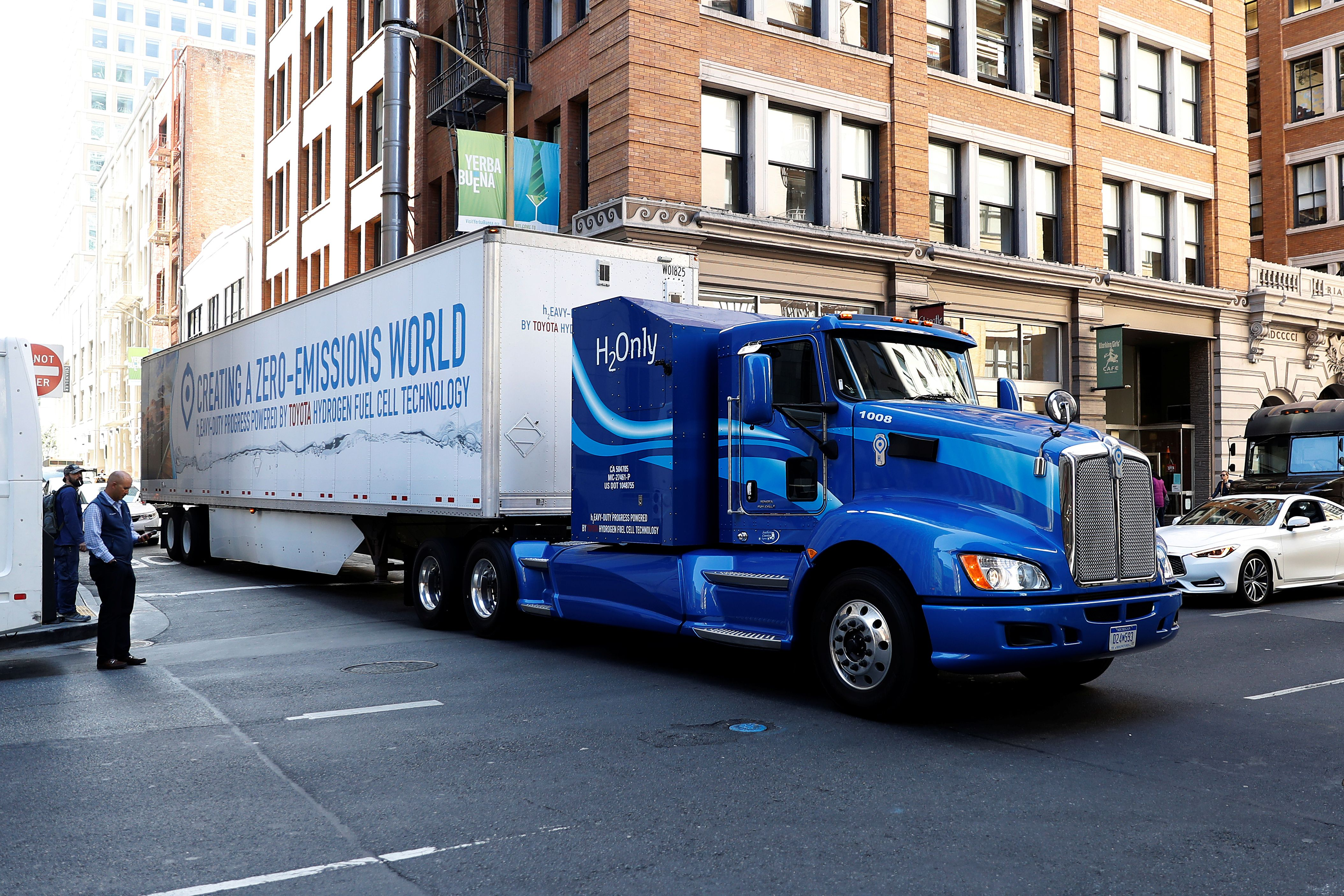 Truck Makers Rev Up For Rollout Of Electric Rigs Reuters