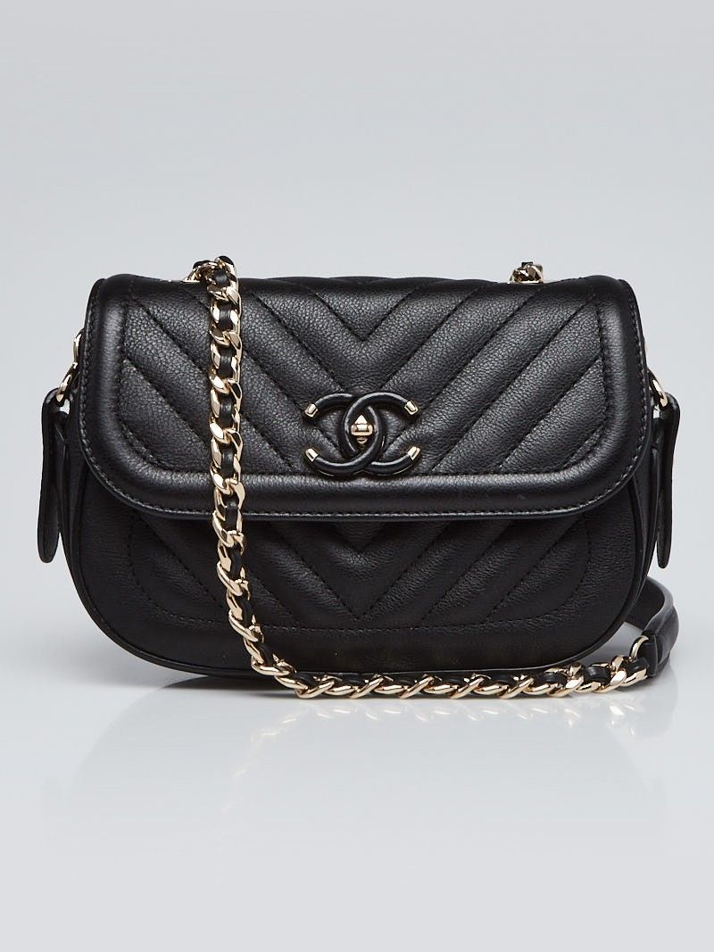 ba97f35dfd35 Chanel Black Chevron Quilted Leather Covered CC Flap Shoulder Bag - Yoogi s  Closet
