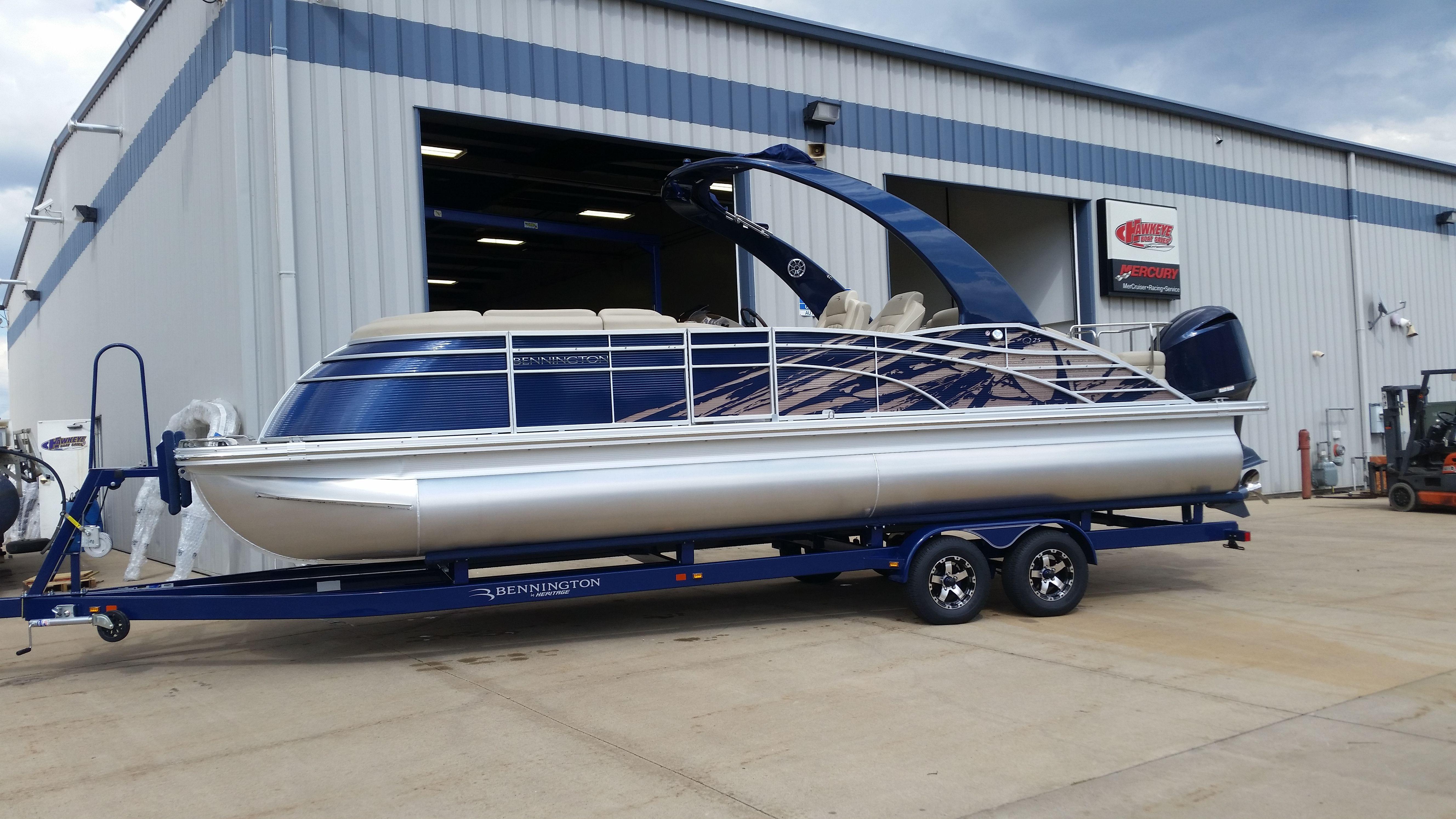 BENNINGTON w/ 350 HP YAMAHA (V8) Outboard Motor