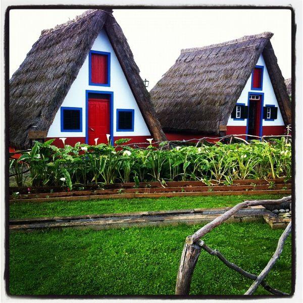 Maison typique au toit de chaume à Santana, #Madeira Houses