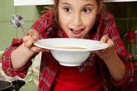 Ork, ork, ork, soep eet je met een... lepel.