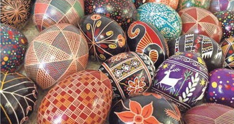 Artistic Painted Egg Shells #eggshelldecor #eggshellcraft