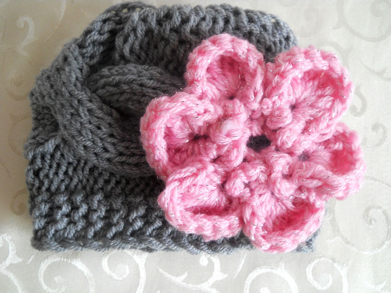 Knitting hats for newborns