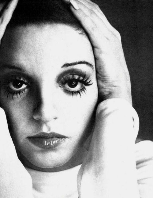 Liza Minnelli (WHAT EYES)...lined, faux lashes layered, & mascara ...