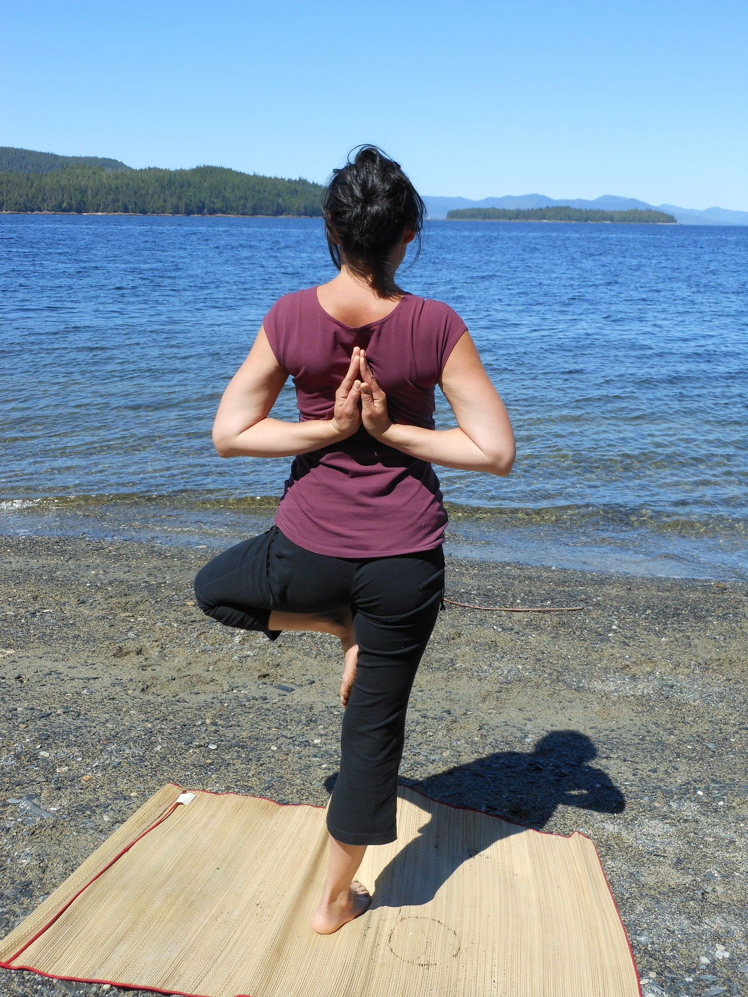 DIY Yoga mat rack | Yoga mat storage, Yoga room design