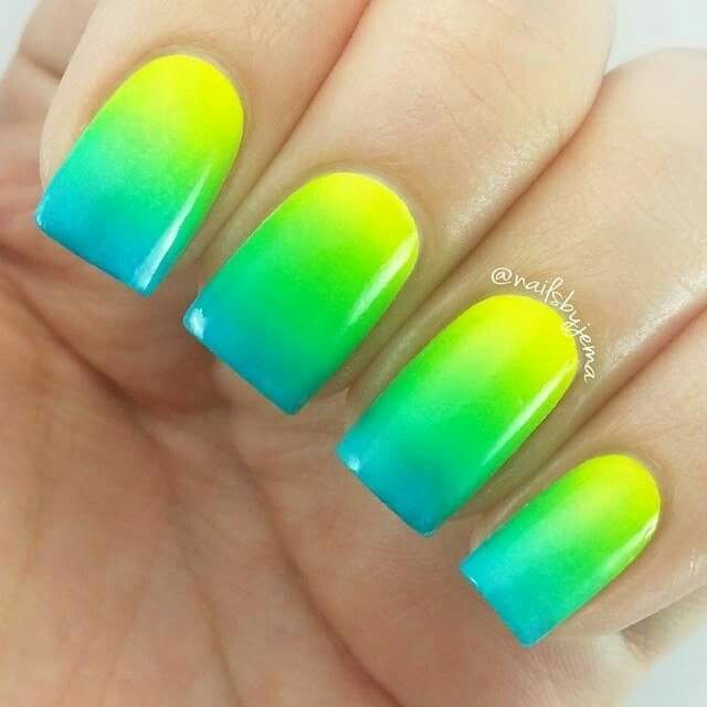 Blue/green/yellow ombre naila for Summer in 2019