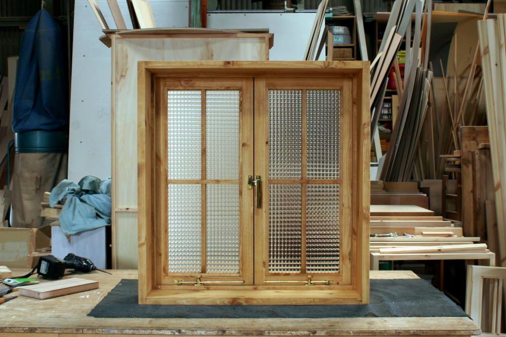 チェッカーガラスの観音開き室内窓 十字格子付き 282 室内窓 窓 観音開き