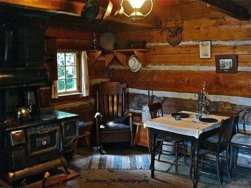 Inside A Small One Room Cabin Log Cabin Kitchens One Room Cabins Log Cabin Interior