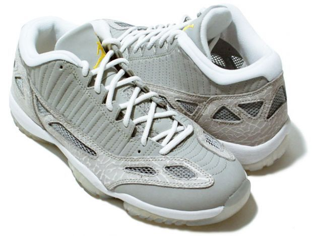 Air Jordan 11 retro low, silver zest white.