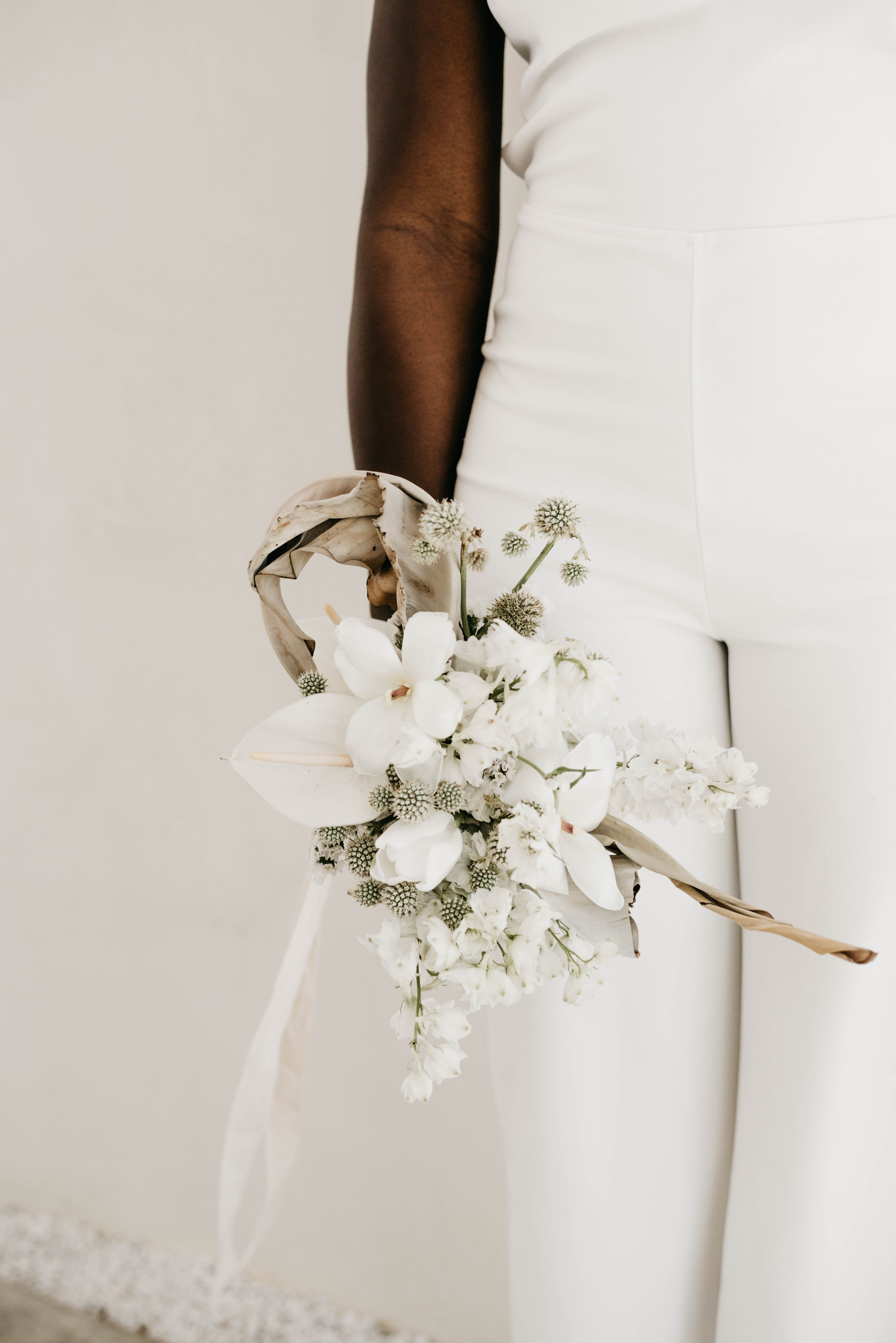 Austin Wedding Florist Modern Minimal White Wedding Ida Mayes Floristry Modern Wedding Bouquets Modern Bridal Bouquets White Wedding Bouquets