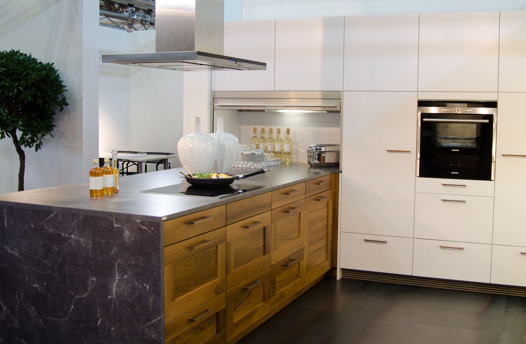 moderne einbauk che mit fronten in holzoptik holzk chen pinterest holz kuchen und holzoptik. Black Bedroom Furniture Sets. Home Design Ideas