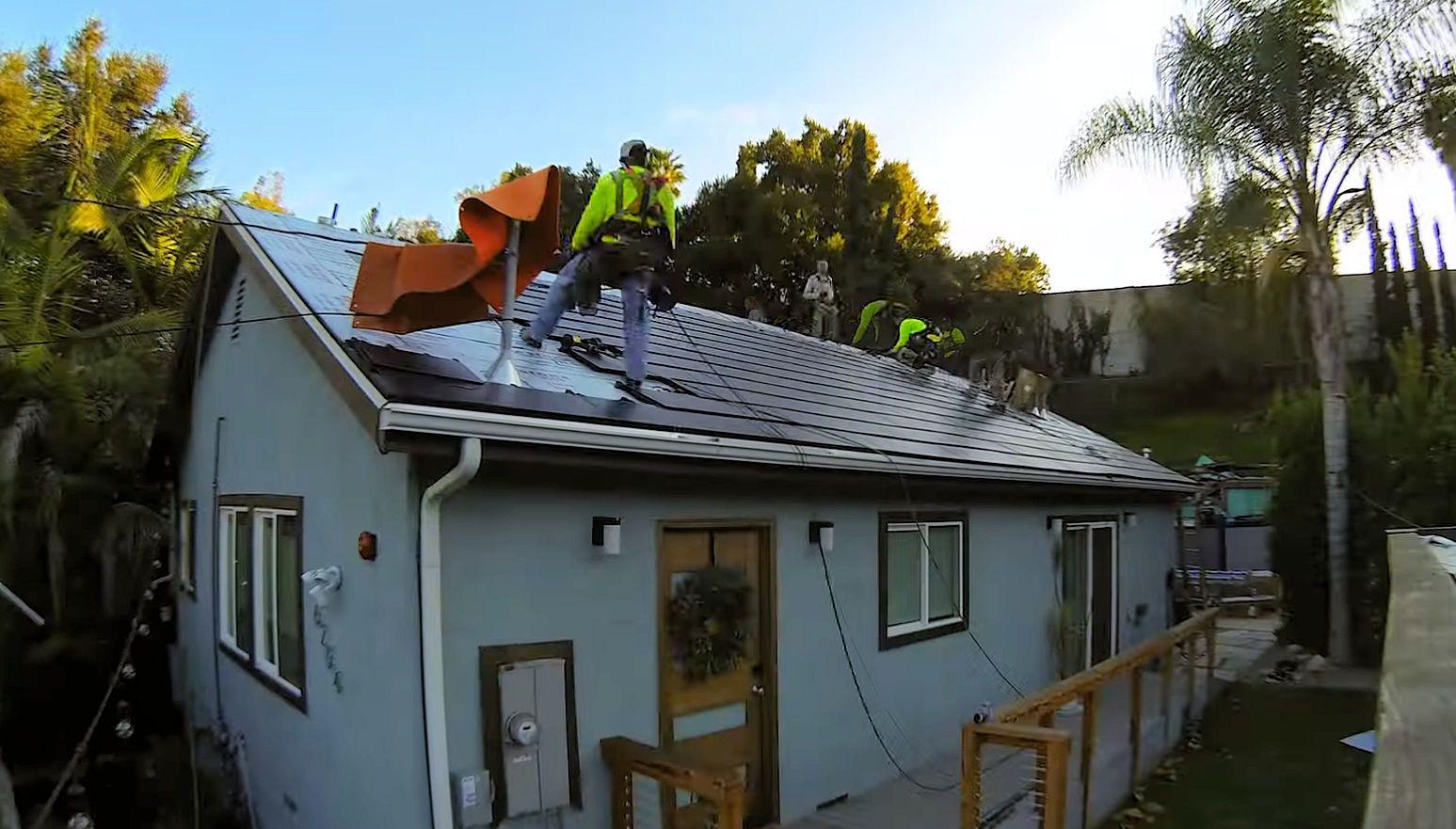 Tesla Solar Roof V3 obtient son premier avis en 2020