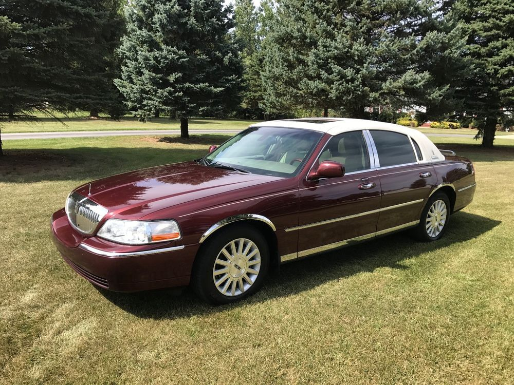 2003 Lincoln Town Car Presidential Town Sedan