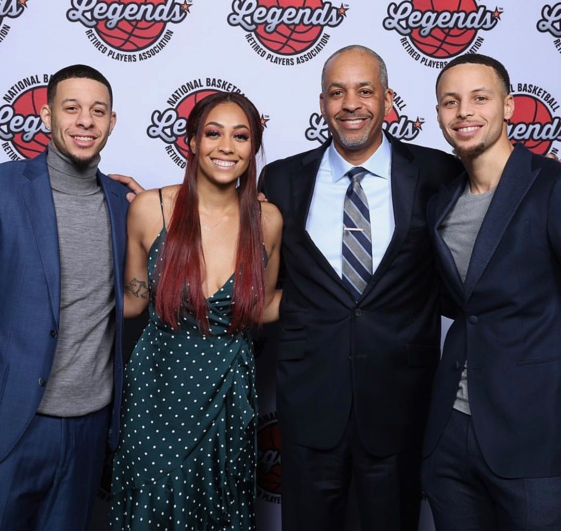 Stephcurry Along With Sister And Brother Sydel And Seth Curry With Father Dell As He Accepts The Home Town Her Seth Curry Sydel Curry Stephen Curry Basketball