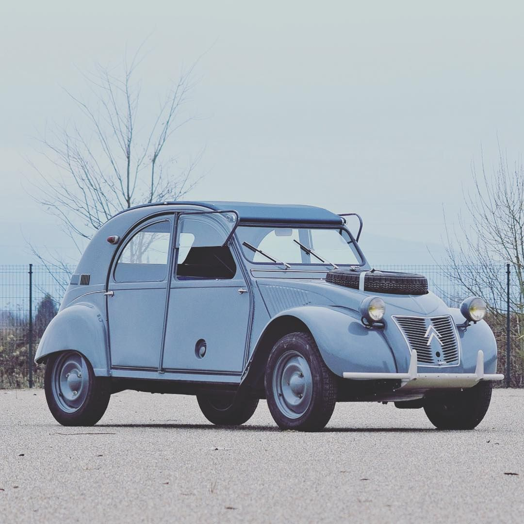 2cv Enthusiast Will Have Immediately Recognised One Of The 694 Citroen 2cv Sahara Produced Between 1960 1965 On This Picture Citroen 2cv Citroen Classic Cars