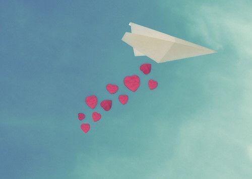E nesses dias, quando os ventos da mudança sopram não sei o quanto quero me manter presa e o quanto quero me deixar levar.  Rosi Coelho***
