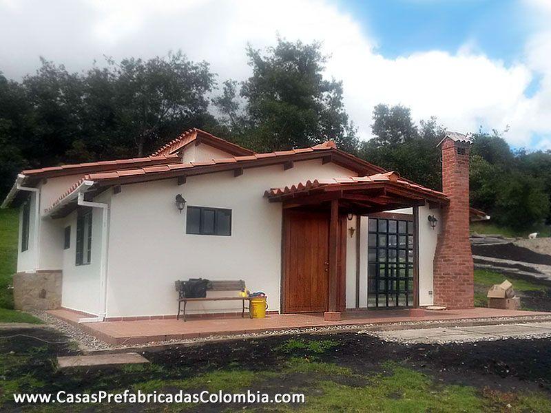 Casa dise ada en desnivel teja de barro puerta principal for Chimeneas prefabricadas