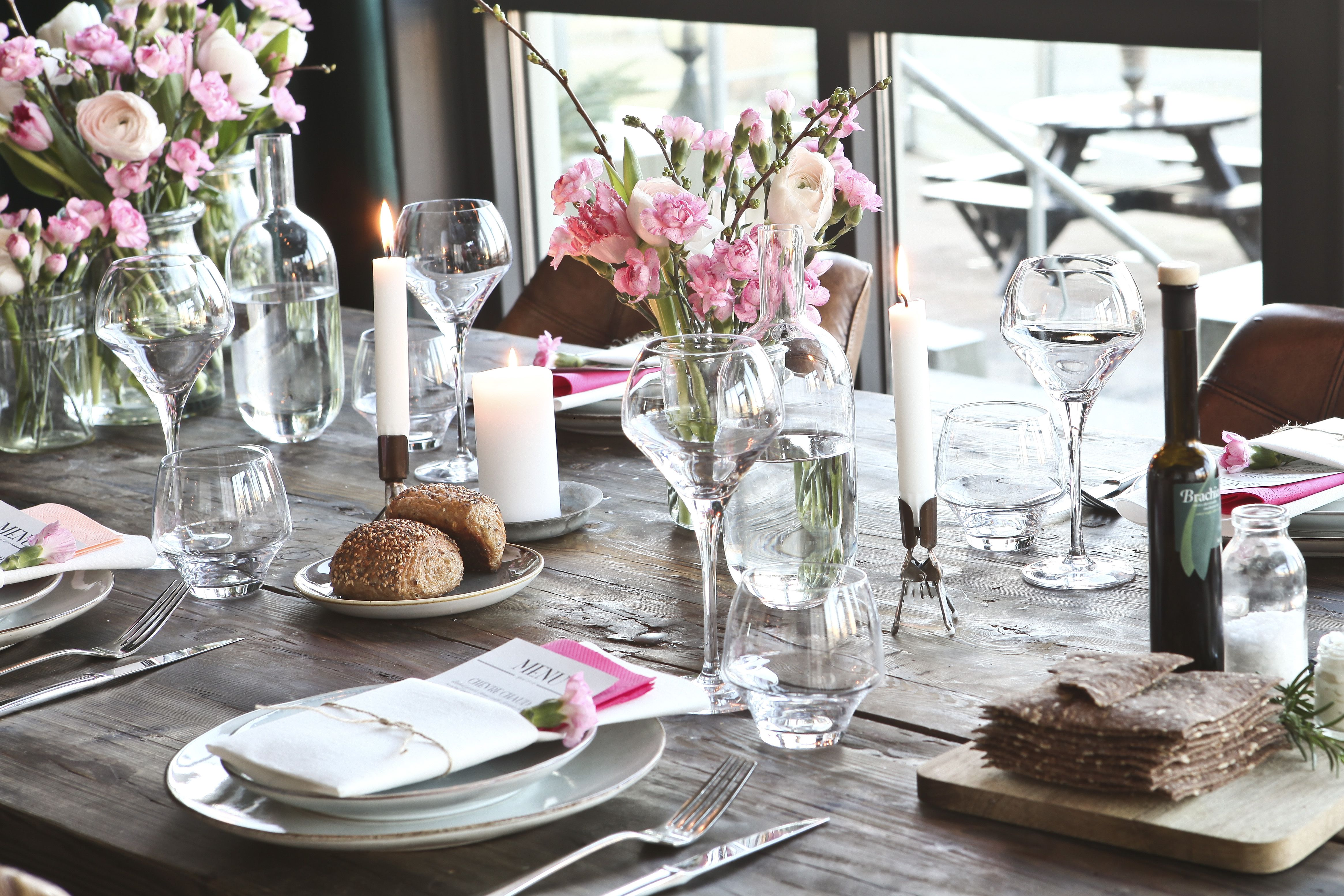 Our spring table settings looks gorgeous with Tork LinStyle ...