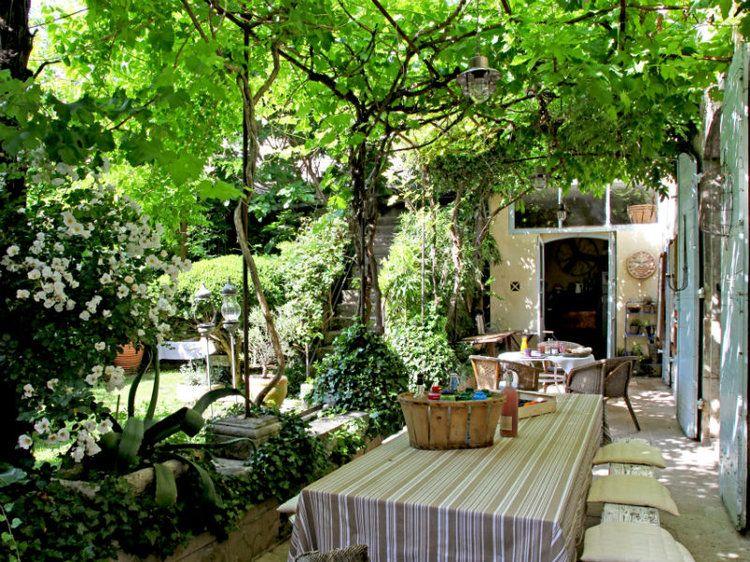 des pergolas au charme discret vegetal piscines et ma maison de r ve. Black Bedroom Furniture Sets. Home Design Ideas