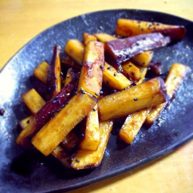大学芋食べたくなって、クックパッドで調べて即実行。笑  美味しいです!もぐもぐり〜(●´人`●) - 52件のもぐもぐ - 大学芋スティック by 奈英(김 나영)