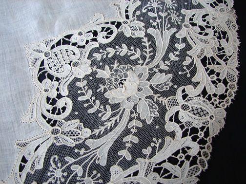 Maria Niforos - Fine Antique Lace, Linens & Textiles : Antique Linen # LI-138 Ornate Brussels Lace Round w/ Point De Gaze