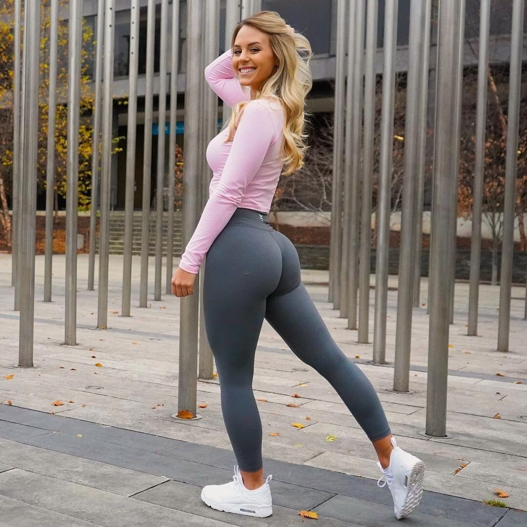Hot girls in yoga pants