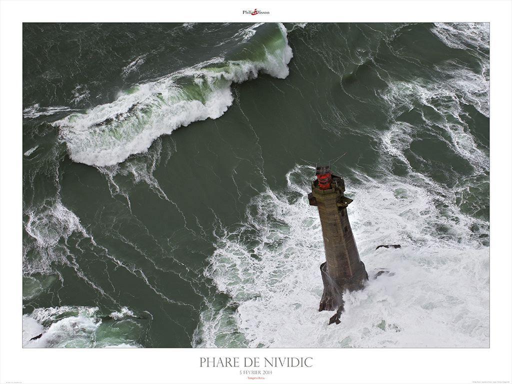 Le phare de Nividic devant Ouessant - Finistère - Tempête Petra février 2014