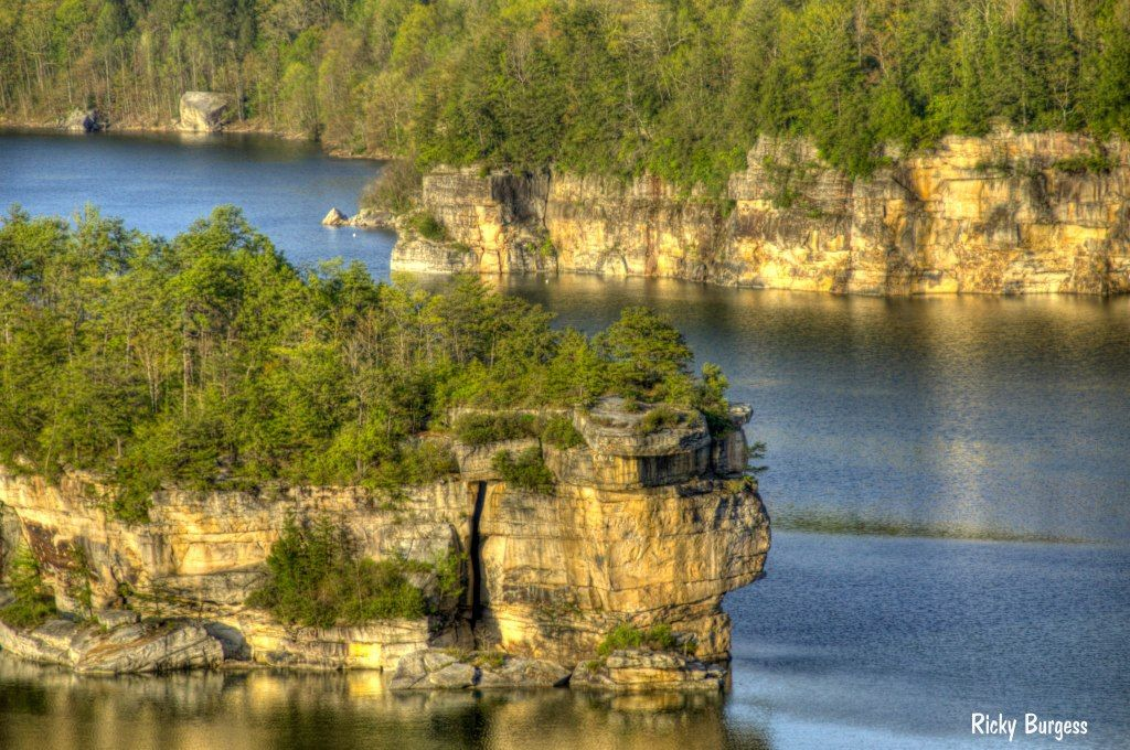 Cliffs Along Summerville Lake With Images Summersville Lake