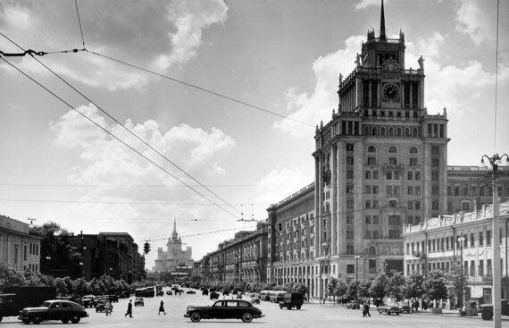 Naum Granovskij  -   Pobeda Taxi on Bolshaya Sadovaya Street, Moscow.  1960s