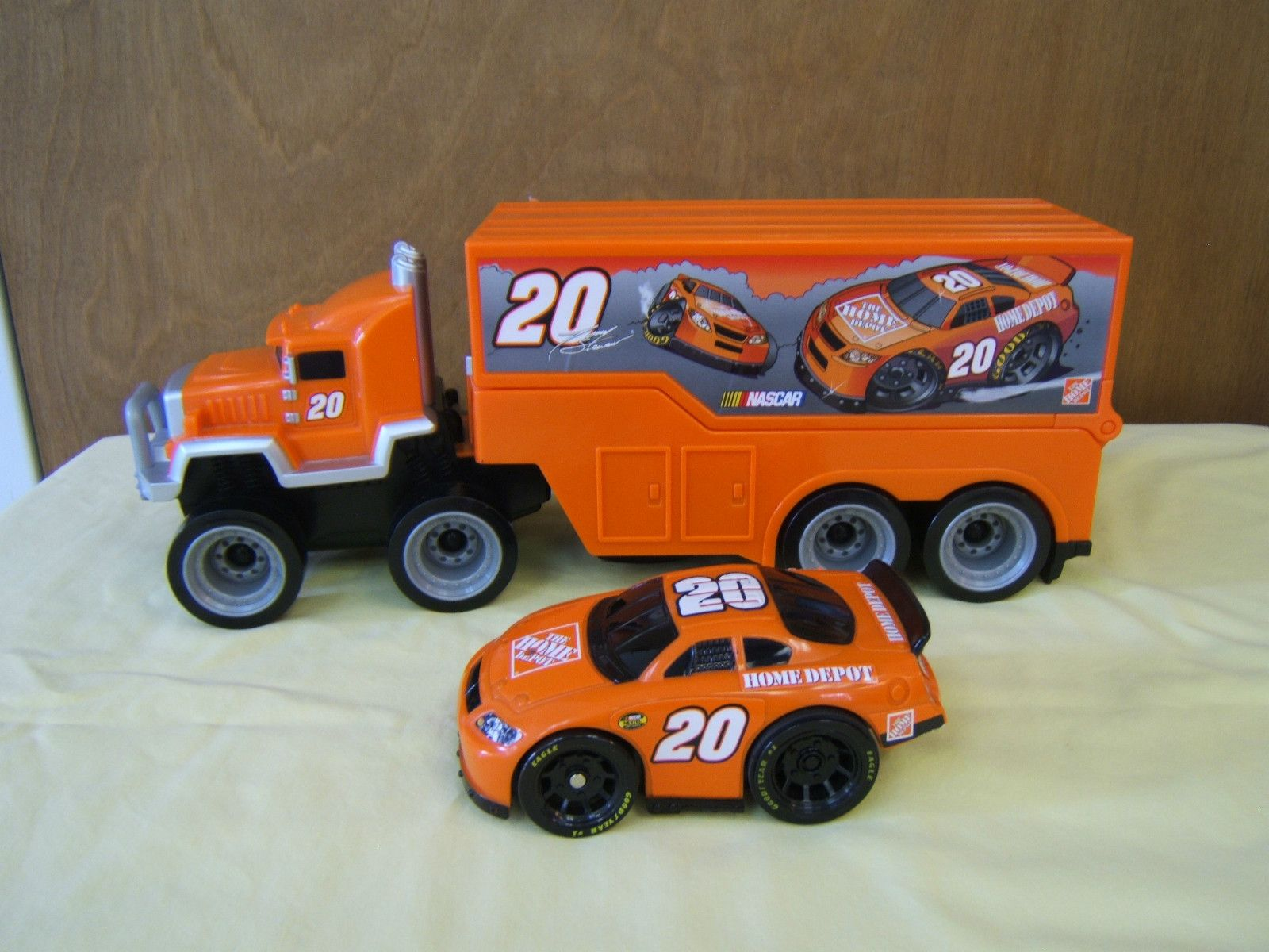 Mattel Nascar 16 Semi Truck Hauler With Race Car Home Depot Nascar Collectibles Toy Car Semi Trucks