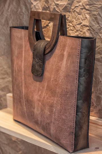 Amazing Woman Genuine Leather Bag Genuine Leather Wood Leather And Wood Bag Handmade Handbags Shoulder Bags In 2020 Genuine Leather Bags Genuine Leather Handbags Totes Leather Handbags Tote