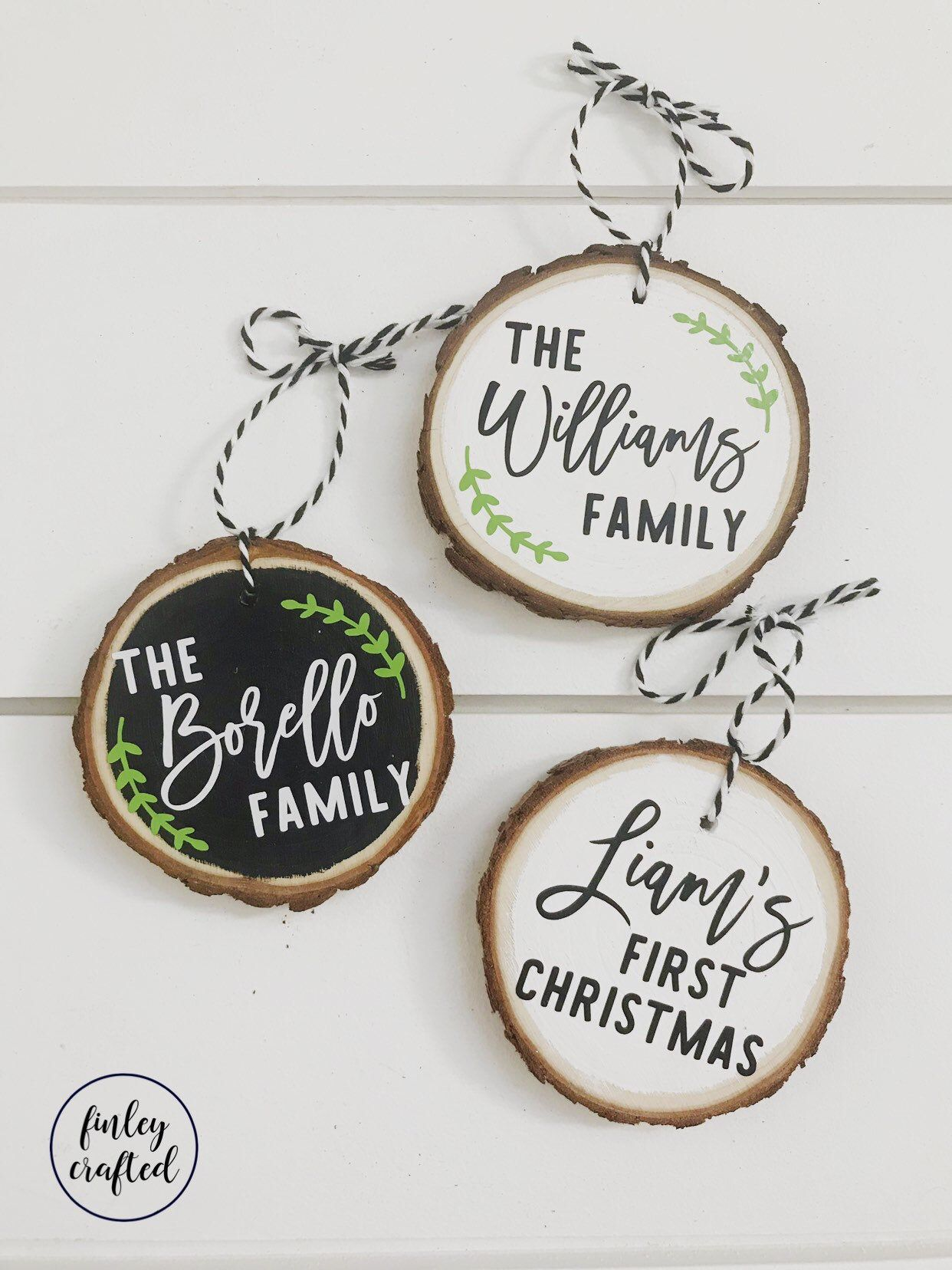 Wood Slice Ornament With Gift Box Family Or Couple Name Wood Etsy Wood Christmas Ornaments Rustic Christmas Ornaments Family Christmas Ornaments