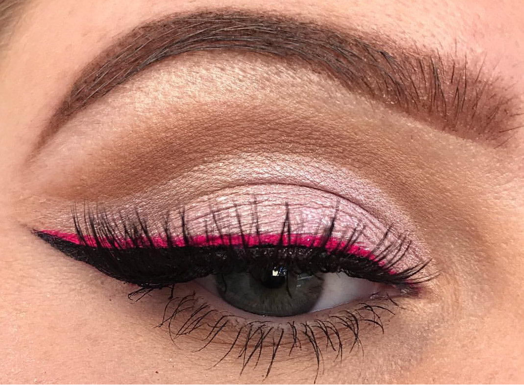 Photo of Colored Eyeliner Looks: 10+ Ways To Style Them – The Urban Guide